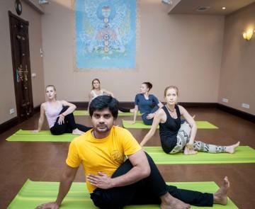 Йога в центре аюрведы и йоги «Керала»