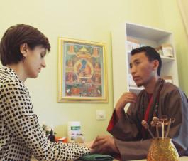 Приём доктора_Нгаванг Сангье Лама1